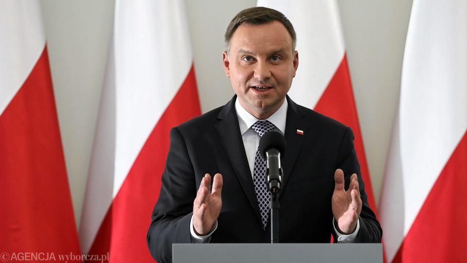 Prezydent RP Andrzej Duda wygłasza oświadczenie. Warszawa, Pałac Prezydencki, 25 września 2017