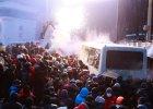Kij�w: protestuj�cy �cieraj� si� z milicj�