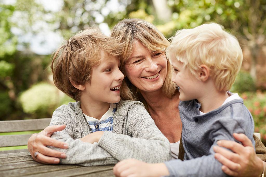 Kinga: Moje dzieci uwielbiają mojego o 25 lat ode mnie młodszego kochanka (zdjęcie ilustracyjne - fot. kupicoo / iStockphoto.com)