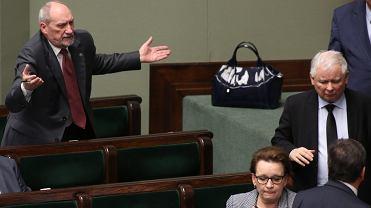 Ławy rządowe w Sejmie w prezes Kaczyński