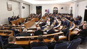 Senat przyjął ustawę PiS o prokuraturze