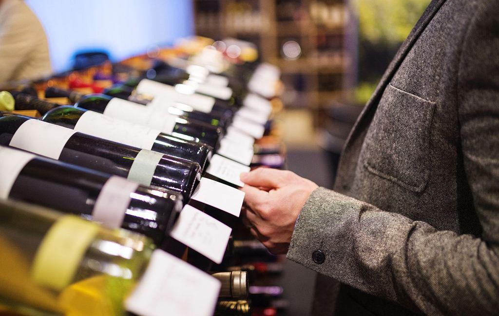 Nawet niewielka ilość alkoholu zmienia naszą percepcję (fot. iStockphoto.com / Halfpoint)