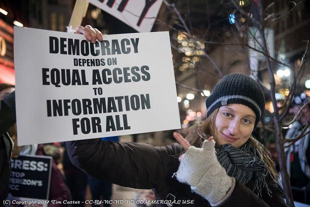 Jeden z protestów w obronie neutralności internetu