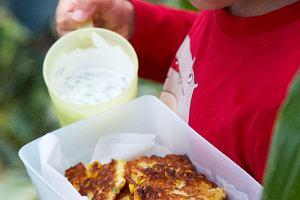 Placuszki z kukurydzy z sosem jogurtowo-miętowym