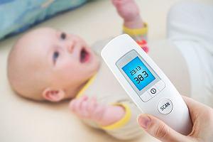 Leki obniżające gorączkę u dziecka: jedni podają za często, inni unikają jak ognia. Co radzi pediatra?
