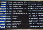 Tak w niedzielę wyglądała tablica odlotów lotniska w Modlinie
