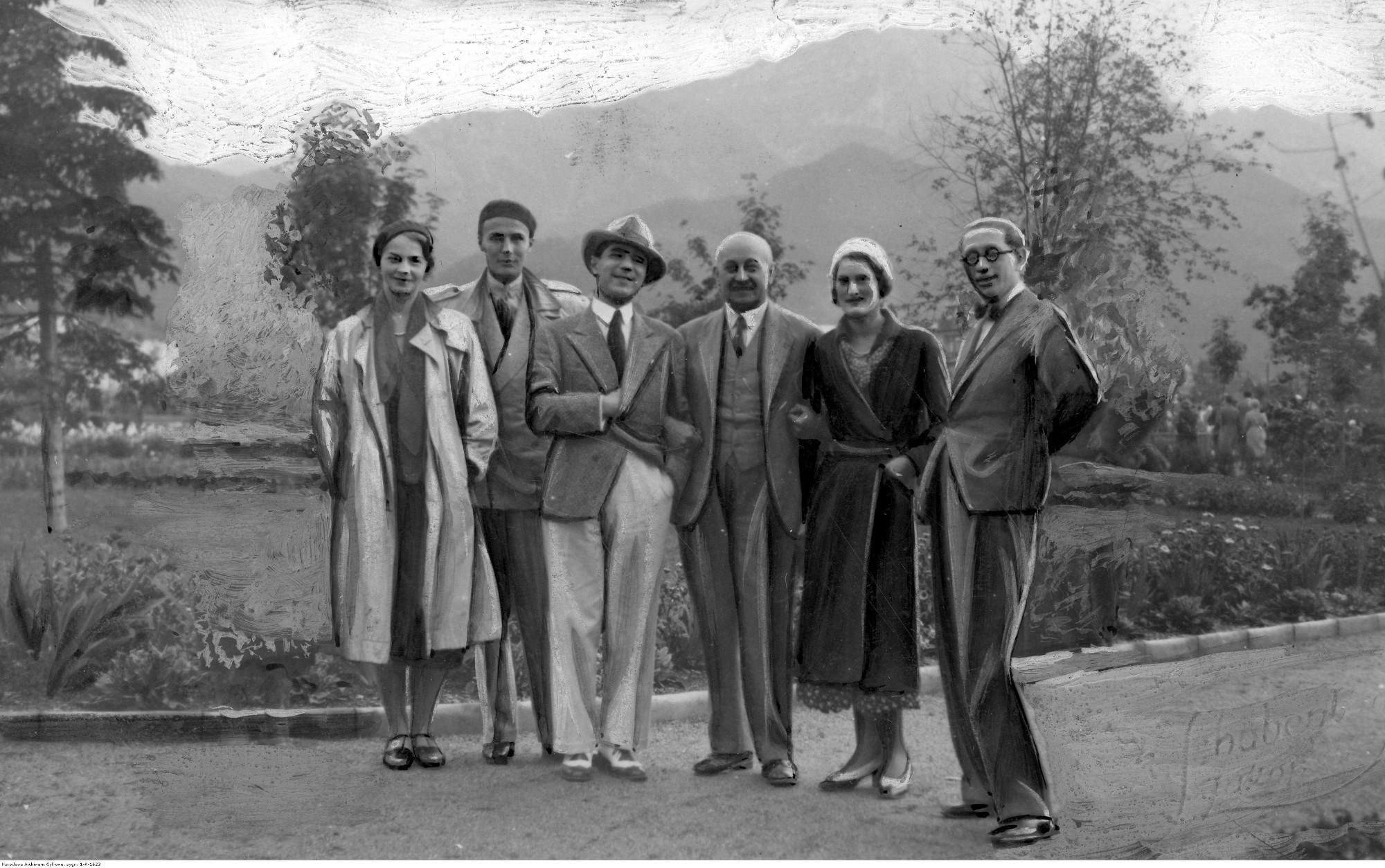 Kornel Makuszyński (trzeci z prawej) w Zakopanem. 1931 r. (fot. Narodowe Archiwum cyfrowe)
