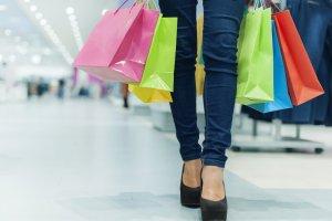 8 rzeczy, kt�re robi� kobiety zanim kupi� wymarzone ubranie