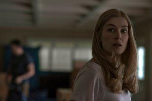 """""""Zaginiona dziewczyna"""" ju� w kinach. """"Ten film z ch�ci� nakr�ci�by Hitchcock"""" [RECENZJA]"""