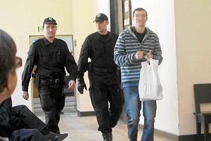 Oskar�ony o poczw�rne zab�jstwo torturowany przez policj�?