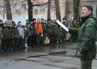 Armia ch�opc�w Putina. Po szkole poleruj� ka�asznikowy, rzucaj� no�ami, skacz� ze spadochronem