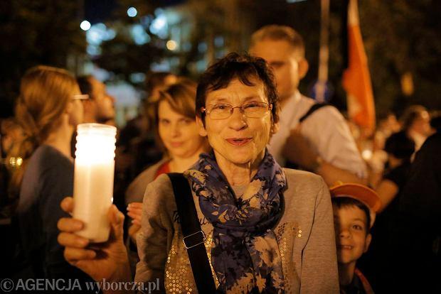 Zdjęcie numer 61 w galerii - Tłumy przed Sądem Okręgowym w Łodzi. Kolejny dzień protestów przeciwko zmianom PiS w sądownictwie [ZDJĘCIA]