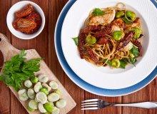 Makaron pełnoziarnisty spaghetti z bobem i indykiem - ugotuj
