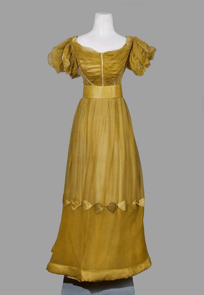 Suknia, Śląsk, lata 20. XIX w. Biedermeier w Muzeum Narodowym / ZBIGNIEW DOLIŃSKI