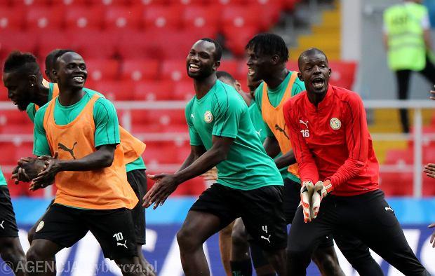 Od lewej: Sadio Mane , Cheikh Mbodj , Khadim N Diaye podczas treningu przed meczem Polska - Senegal.