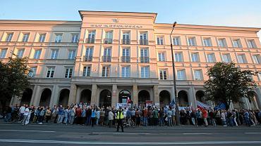 Kielce, 3 lipca 2018. Pikieta przed sądem okręgowym w obronie niezależności sądów