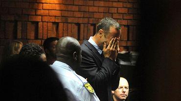 Oscar Pistorius podczas odczytywania aktu oskarżenia