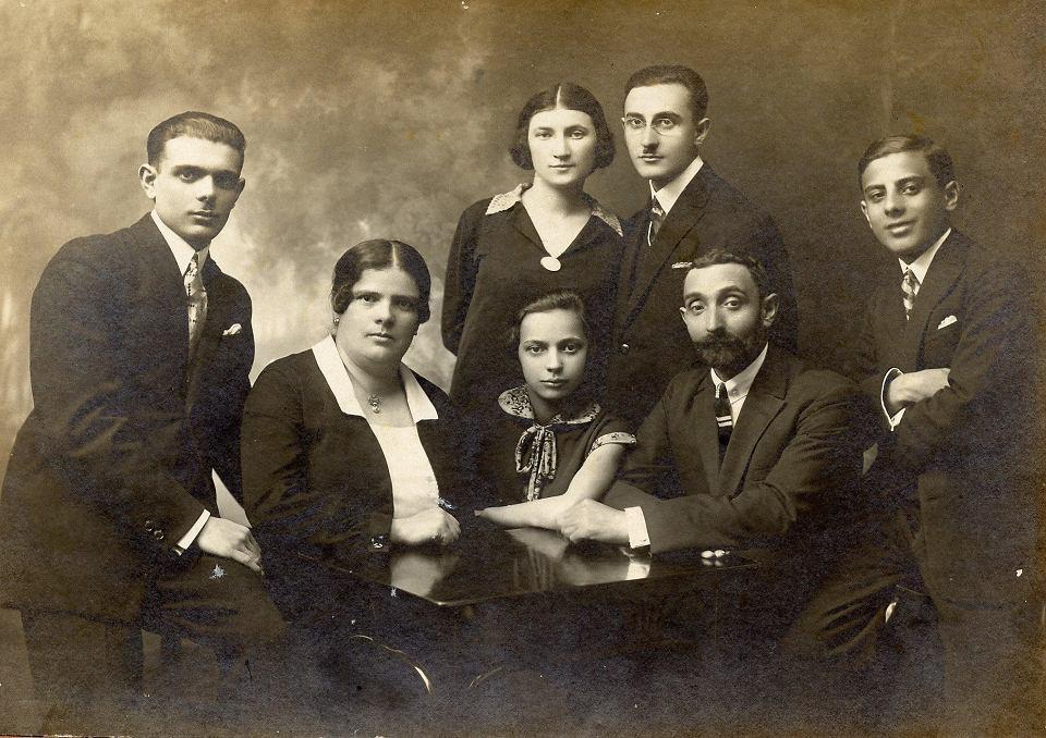 Lublin, 1928 r. Rodzina Gliksztejn, Ida - w górnym rzędzie