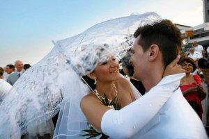 Ślub cywilny w plenerze. Dziesięć najciekawszych miejsc w Polsce. Zobacz i poleć młodej parze!
