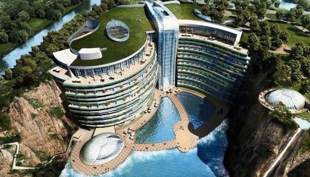 Hotel, który powstaje w kamieniołomie, będzie miał podwodne piętra