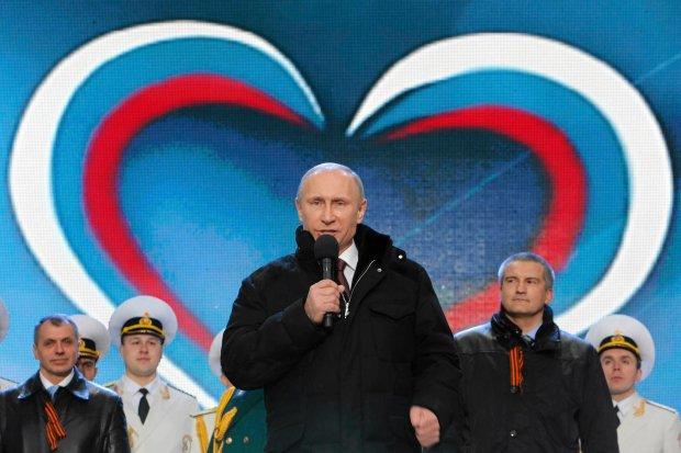 Władimir Putin przemawia do zwolenników aneksji Krymu