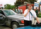Próba kradzieży mercedesa z parkingu policyjnego przy ul. Bartyckiej. Odzyskał go Krzysztof Rutkowski