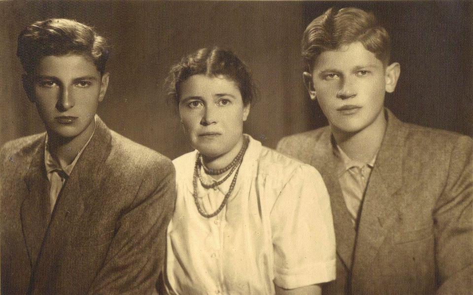 Elżbieta Głasek z synami: Zbigniewem (z lewej) i Wiesławem