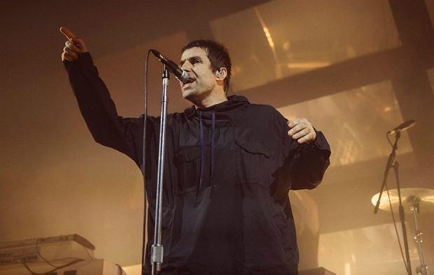 """Były Frontman Oasis rozpoczął ciekawą kolaborację z byłym gitarzystą grupy, Paulem """"Bonehead"""" Arthursem. Podczas ostatniego koncertu w Manchesterze 30 maja, zagrali wspólnie zarówno najnowsze piosenki Liam Gallagher jak i stare przeboje nieistniejącej już grupy Oasis. Był to pierwszy solowy koncert artysty."""