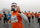 Chi�czycy zapowiadali 'lekki lub �redni smog'. A by� TAKI. Powy�ej norm. Marato�czycy za�o�yli maski