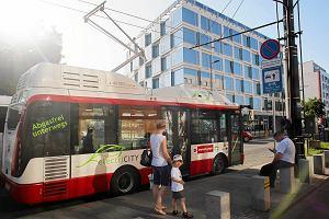 http://bi.gazeta.pl/im/eb/11/f6/z16126443M,Elektryczny-autobus-Rampini-podczas-ladowania-bate.jpg