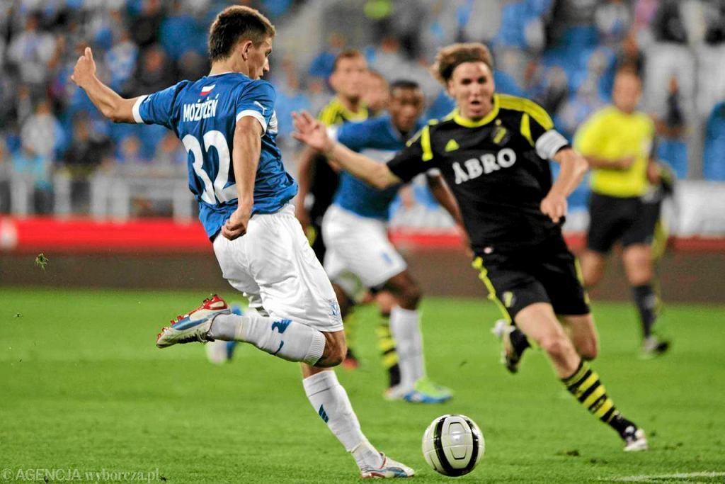 Lech Poznań - AIK Solna w meczu Ligi Europejskiej. Mateusz Możdżeń w walce ze Szwedami