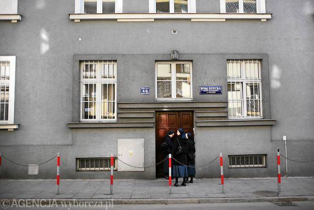 Dom Dziecka św. Ludwiki Zgromadzenia Sióstr Miłosierdzia przy ul. Piekarskiej. Tutaj zamieszkali synowie państwa Bajkowskich