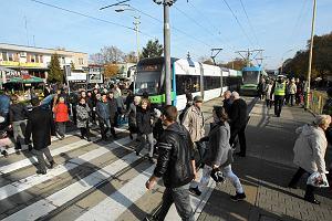 Zamkni�te ulice, wi�cej autobus�w i tramwaj�w. Wszystkich �wi�tych w Szczecinie