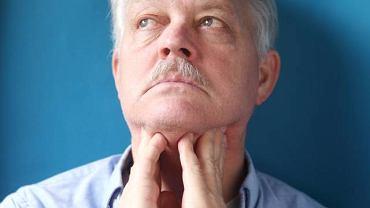 Napady duszności, ból oraz uporczywe skurcze mięśni mogą oznaczać niedoczynność przytarczyc