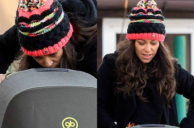 Paparazzo spotkał Natalię Kukulską na spacerze z nowo narodzoną córką Laurą. Po artystce w ogóle nie widać śladów zmęczenia. Promienieje.