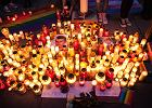 Zapłonęły znicze dla 14-letniego Kacpra. Nauczycielka: Patrzę, jak płaczą, jestem zdruzgotana