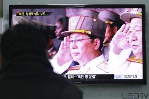 35 tysi�cy skasowanych artyku��w, zdj�cia i nagrania z archiw�w. Tak wuj Kim D�ong Una znika z kart historii P�nocnej Korei