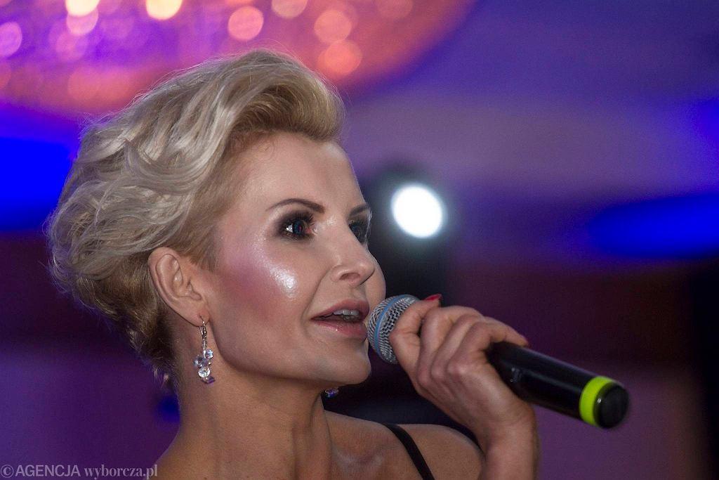 Kielce, 25 lutego 2017. IV Świętokrzyski Bal Filantropów. Współprowadząca imprezę Joanna Racewicz