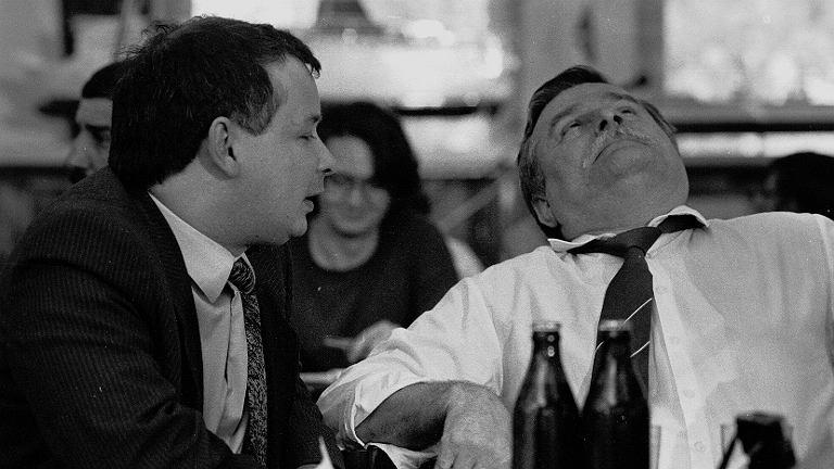 Gdańsk 1990, spotkanie rocznicowe w sali BHP. Jarosław Kaczyński, Lech Wałęsa