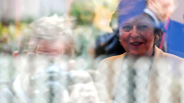 Premier Theresa May i szef rady Europejskiej Donald Tusk podczas szczytu UE. Przywódcy 27 krajów Unii nie zgodzili się na przyspieszenie rozmów o stosunkach z Londynem po brexicie. Bruksela, 20 października 2017
