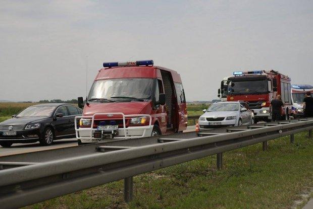 Wypadek na A4. Zderzyły się cztery samochody, sześć osób rannych