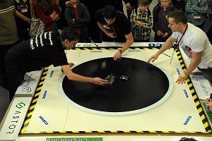 Zawody robotów na Politechnice. Maszyny walczą sumo [FOTO]
