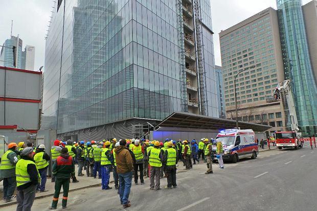 Pożar w 200-metrowym wieżowcu w Warszawie. Ewakuowano 250 osób
