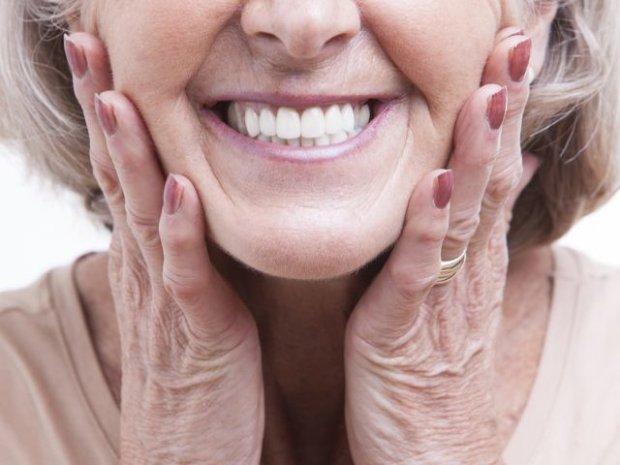 Jak dbać o protezę zębową?