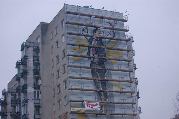 Gigantyczny stanis aw anio ju pokazuje 39 or a 39 na for Mural alternatywy 4