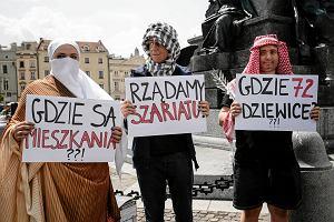 Za i przeciw uchodźcom. KOD i Wszechpolacy manifestowali w Krakowie [ZDJĘCIA]