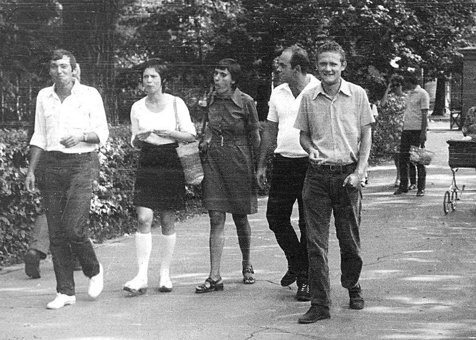 Seweryn Blumsztajn: Żadnej z osób, które podjęły decyzję o wiecu 8 marca na UW, nie przyszło nawet do głowy, że wydarzenia mogą nabrać takiej skali. Na zdjęciu od lewej: Blumsztajn, Barbara Toruńczyk, Grażyna Kuroń, Jacek Kuroń i Adam Michnik. Warszawa, Łazienki, rok 1967