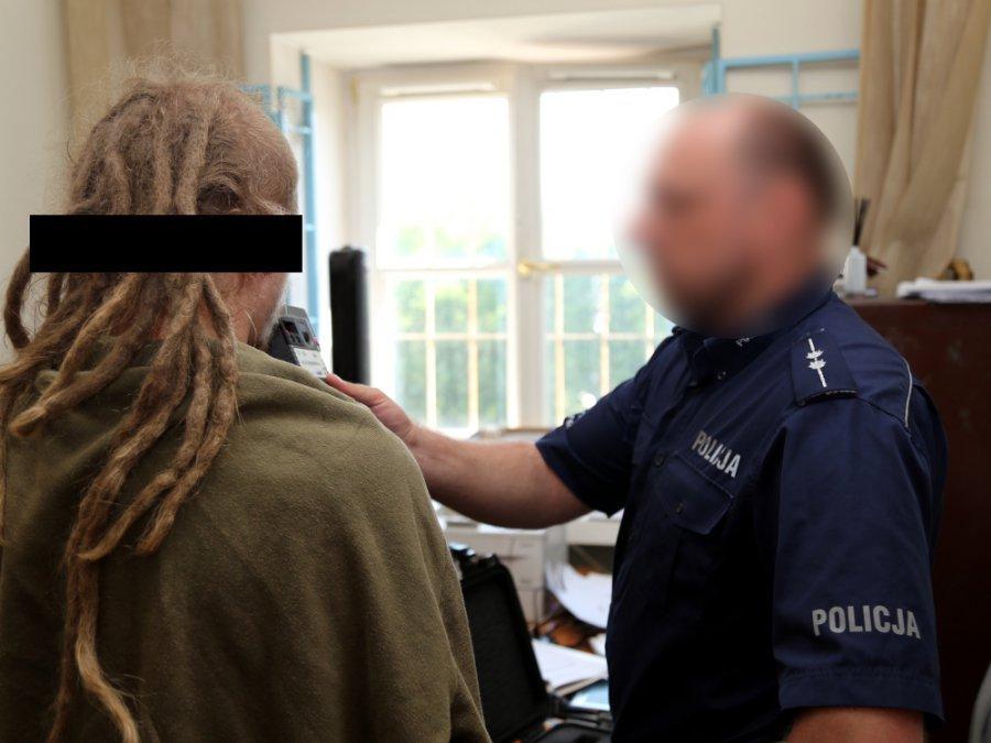 Zdjęcie numer 4 w galerii - Udaremniono zamach na jednostkę policji w Warszawie.