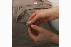 Nie lubisz gdy ramiączka stanika wystają ci spod bluzki? Wystarczy ten jeden trik