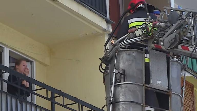 Strażak w drodze do swojej wybranki